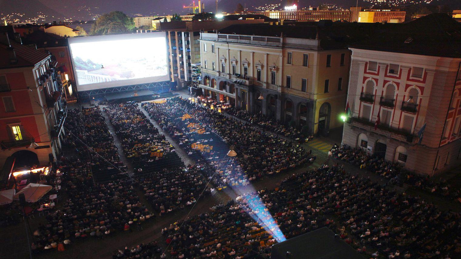 Projection sur la Piazza Grande de Locarno
