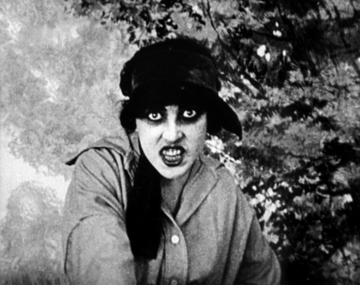 Musidora dans Les Vampires, de Louis Feuillade (2nd photogramme)