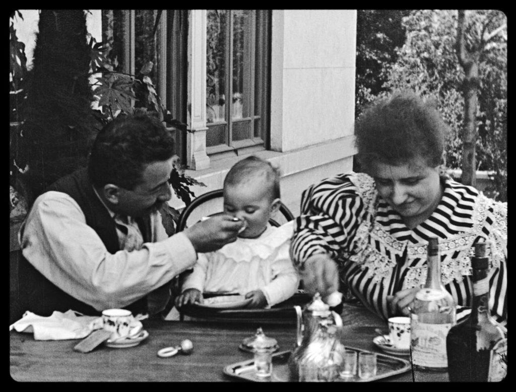 Photogramme du film Repas de bébé